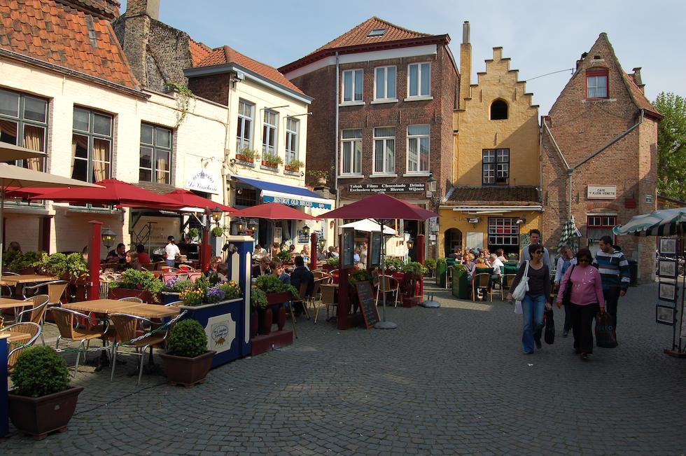 Que Ver En Brujas, La Medieval Ciudad De Bélgica, Huidenvettersplein